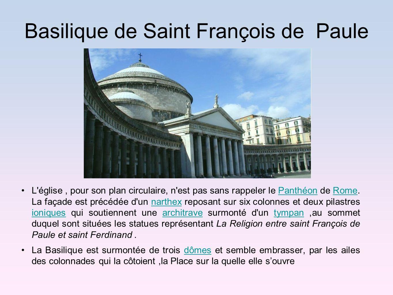 Basilique de Saint François de Paule L'église, pour son plan circulaire, n'est pas sans rappeler le Panthéon de Rome. La façade est précédée d'un nart