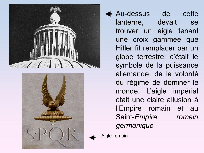 Au-dessus de cette lanterne, devait se trouver un aigle tenant une croix gammée que Hitler fit remplacer par un globe terrestre: cétait le symbole de