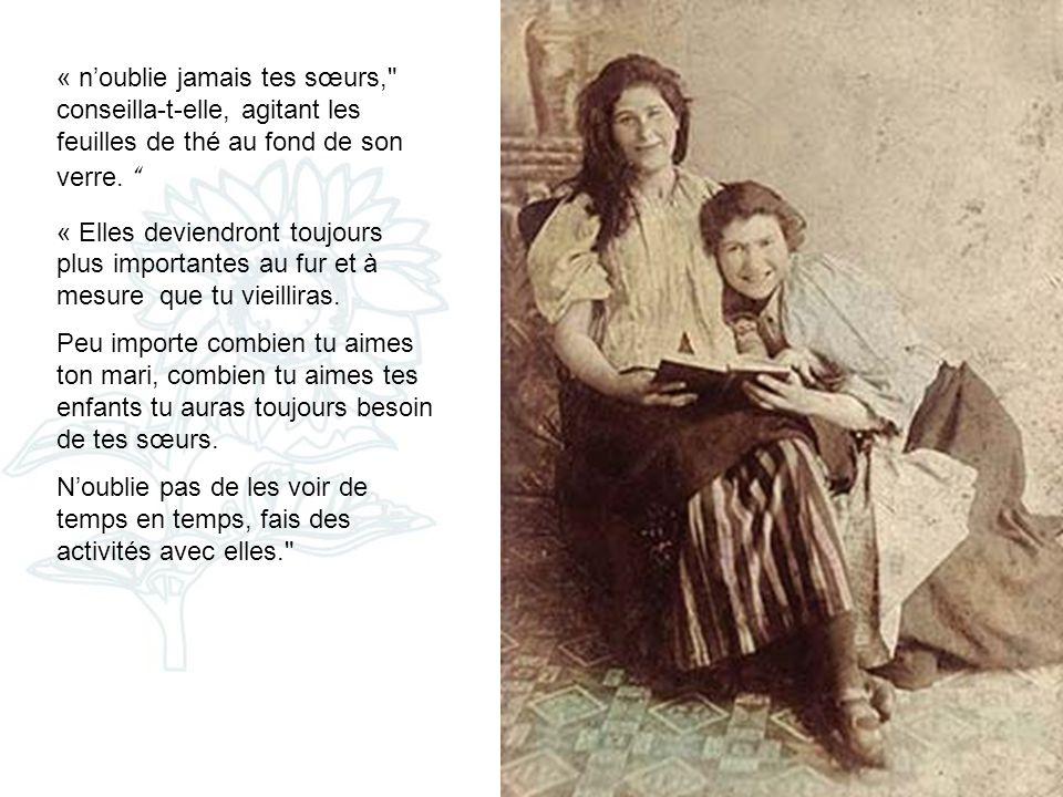 Une jeune épouse, assise sur un sofa, un jour humide et chaud, un thé glacé à la main, était venue visiter sa mère. Elles parlaient de la vie, du mari