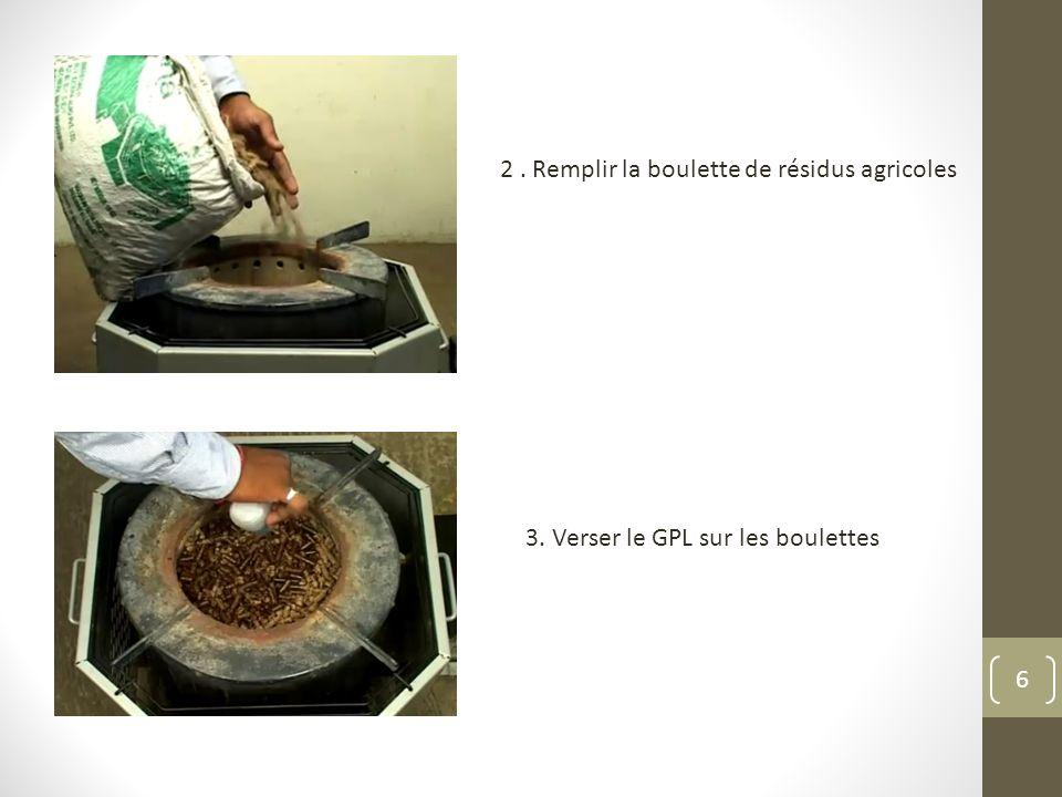 2. Remplir la boulette de résidus agricoles 3. Verser le GPL sur les boulettes 6