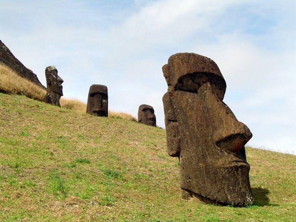 Ce roman raconte lhistoire dun homme qui va, au Pérou, à la recherche de révélations mystérieuses.