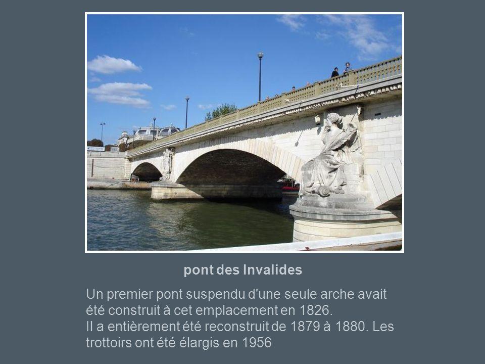 Pont de l'Alma Les piles du 1er pont étaient ornées de quatre statues représentant des soldats de diverses armes qui avaient participé à la victoire e