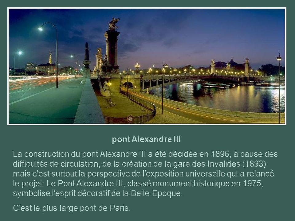 pont des Invalides Un premier pont suspendu d'une seule arche avait été construit à cet emplacement en 1826. Il a entièrement été reconstruit de 1879