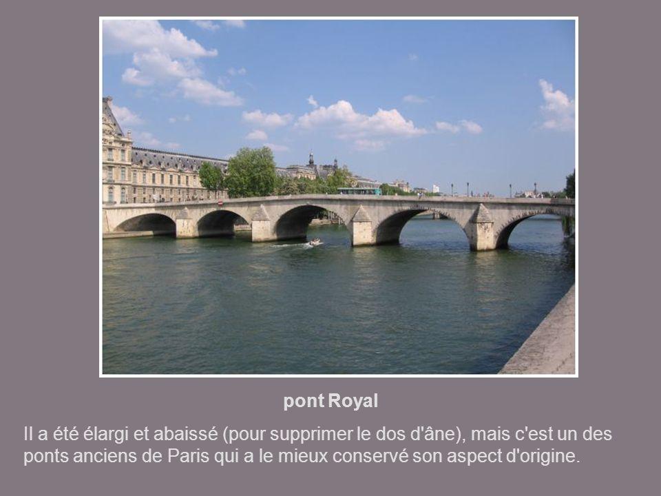 pont de Solférino premier pont en fonte à 3 arches, construit en 1858-1859, a été inauguré par Napoléon III. Il a été démoli un siècle après sa mise e