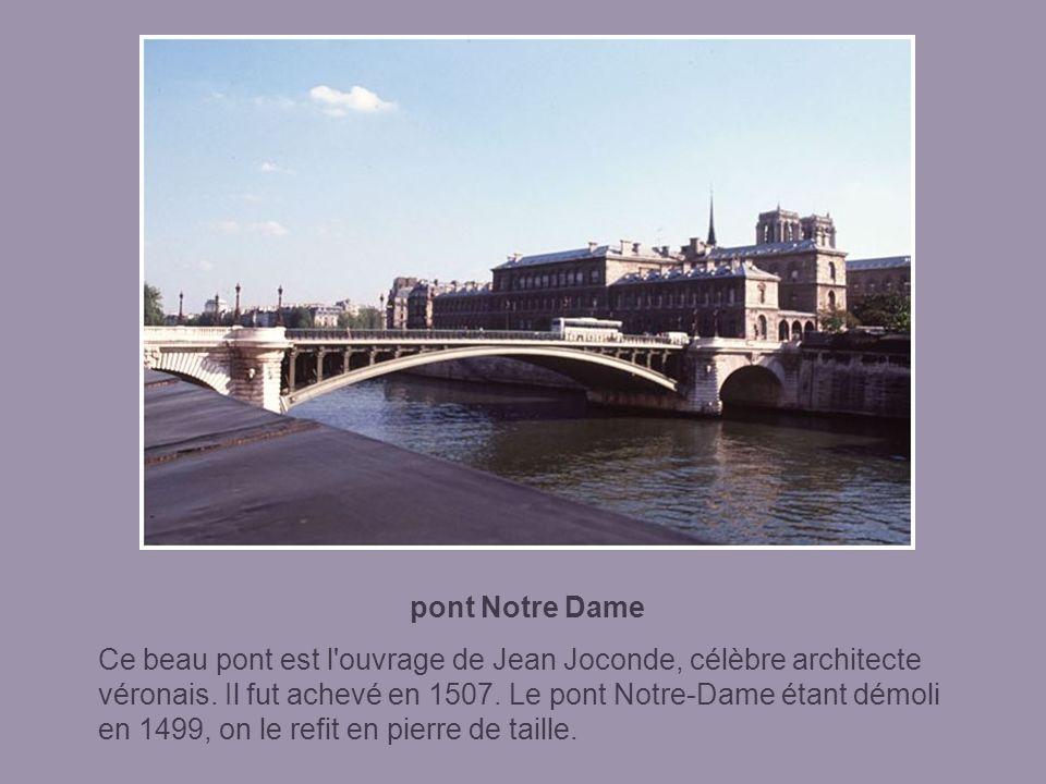 pont au Change Dès le tout début du 14ème siècle (et jusqu'au 17ème siècle), les changeurs de Paris (joailliers et orfèvres) se sont installés sur ce