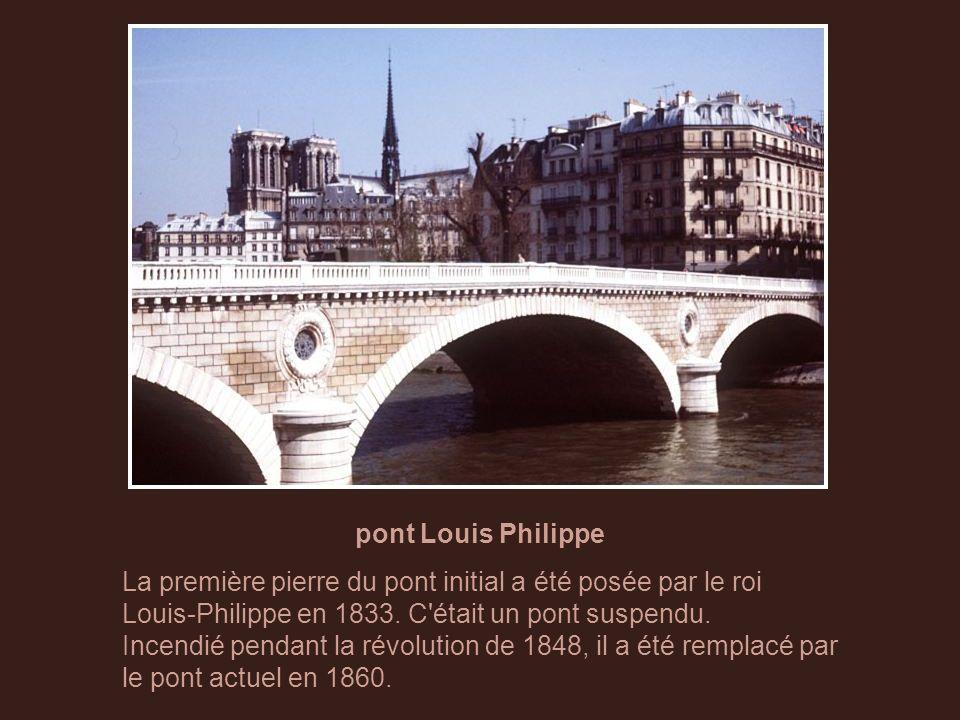 pont d'Arcole Ce pont audacieux, sans pile dans le lit du fleuve était, pour l'époque (1854), à l'avant-garde de la technologie.