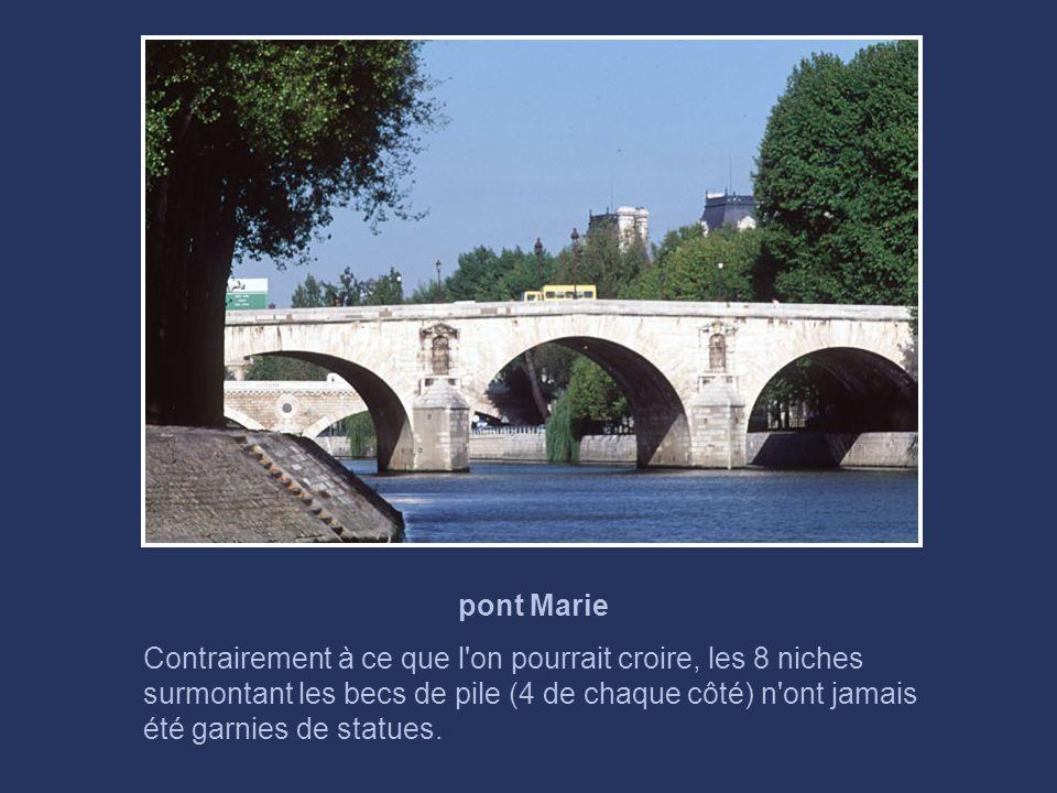 pont Louis Philippe La première pierre du pont initial a été posée par le roi Louis-Philippe en 1833. C'était un pont suspendu. Incendié pendant la ré