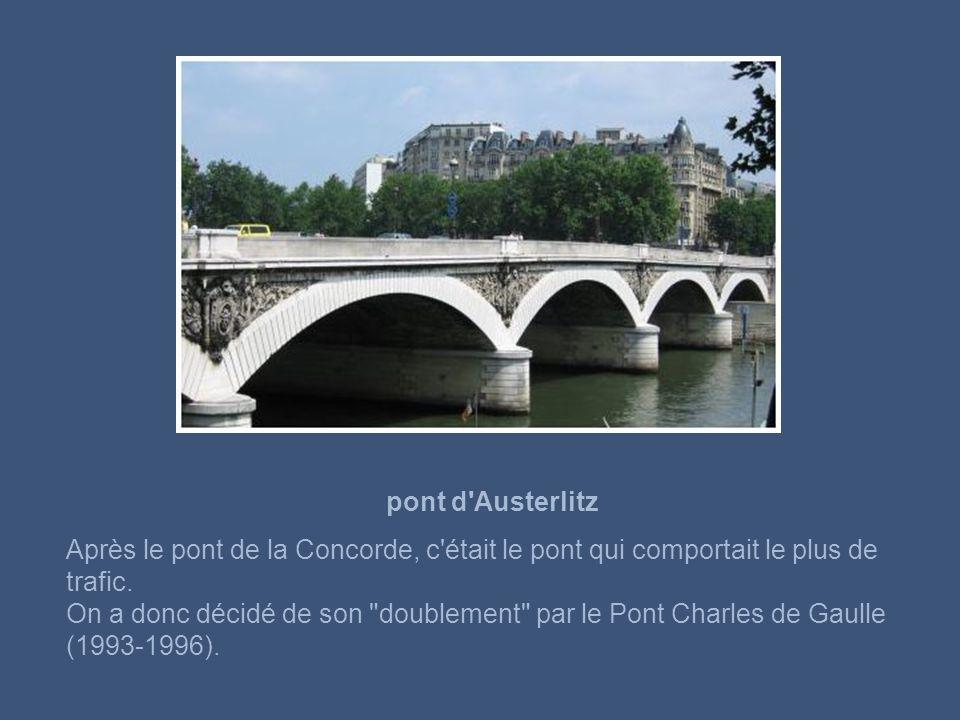 pont Sully ll comprend deux ouvrages qui sont séparés par la pointe orientale de l'Ile Saint Louis.
