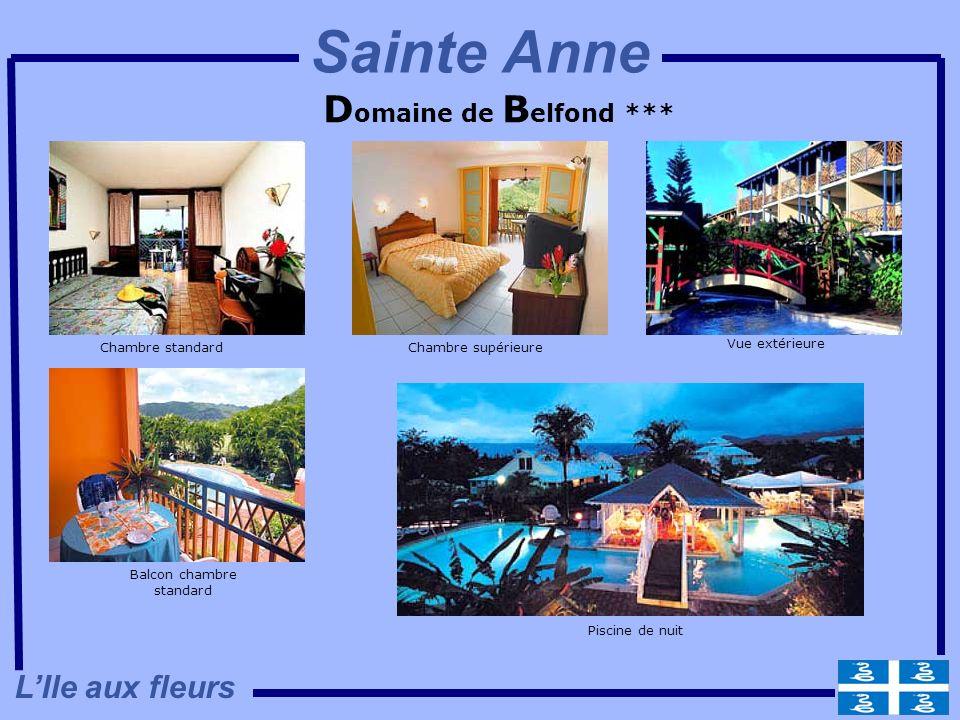 D omaine de B elfond *** Chambre standardChambre supérieure Balcon chambre standard Vue extérieure Piscine de nuit LIle aux fleurs Sainte Anne