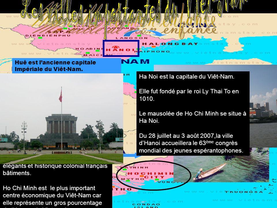 Huê est lancienne capitale Impériale du Viêt-Nam. Elle est situé au centre du pays, juste au sud du fameux 17 e parrallèle,non loin de la mer. Le fleu