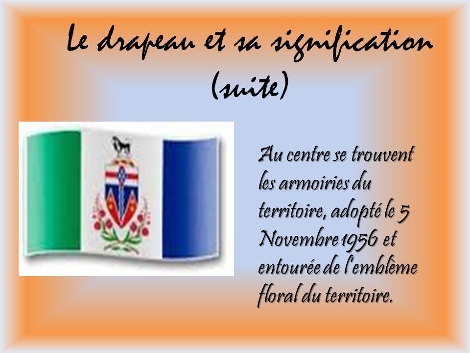 Le drapeau et sa signification (suite) Au centre se trouvent les armoiries du territoire, adopté le 5 Novembre 1956 et entourée de lemblème floral du