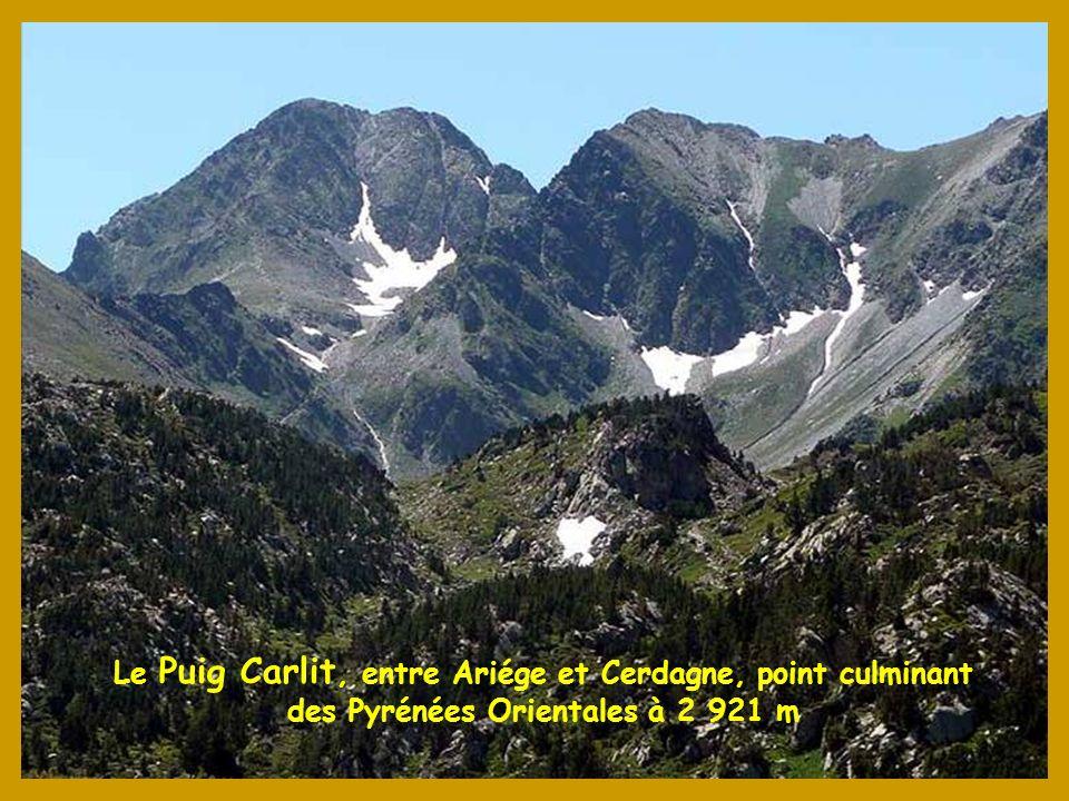 Dans la vallée dUstou en Ariége, le Cirque de Cagateille et létang de la Hilette à 1797 m