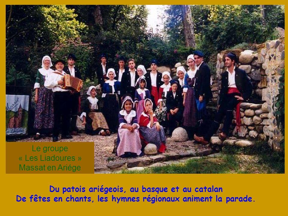 Du patois ariégeois, au basque et au catalan De fêtes en chants, les hymnes régionaux animent la parade.