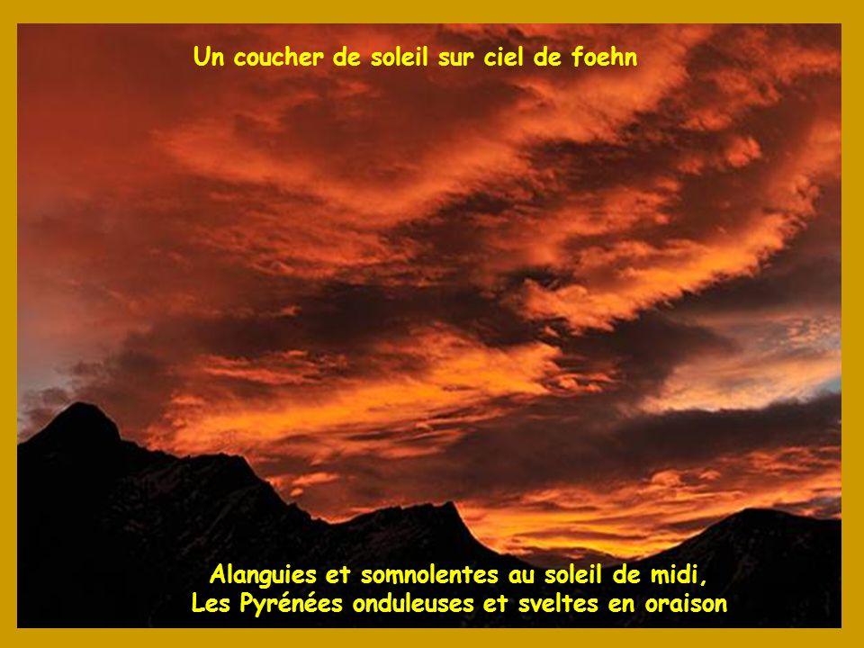 Alanguies et somnolentes au soleil de midi, Les Pyrénées onduleuses et sveltes en oraison Un coucher de soleil sur ciel de foehn