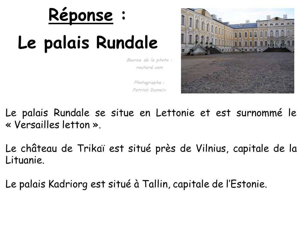 Réponse : Le palais Rundale Le palais Rundale se situe en Lettonie et est surnommé le « Versailles letton ». Le château de Trikaï est situé près de Vi