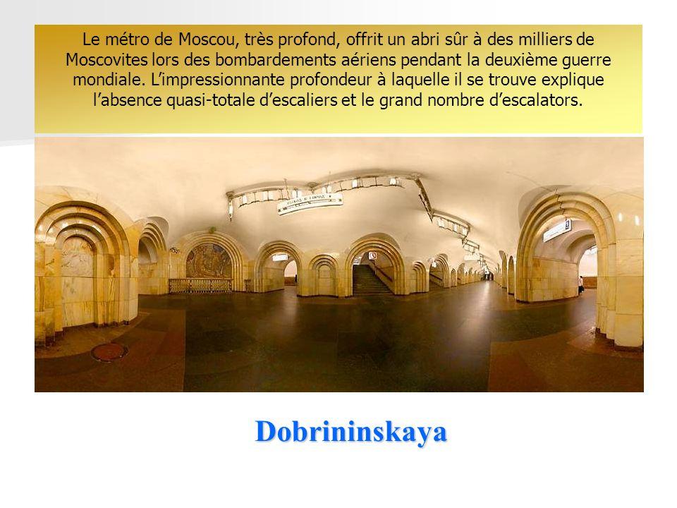 Dobrininskaya Le métro de Moscou, très profond, offrit un abri sûr à des milliers de Moscovites lors des bombardements aériens pendant la deuxième guerre mondiale.