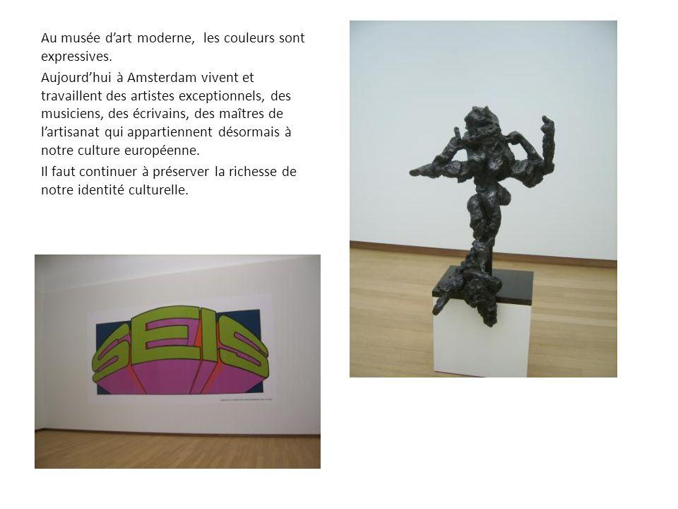 Au musée dart moderne, les couleurs sont expressives. Aujourdhui à Amsterdam vivent et travaillent des artistes exceptionnels, des musiciens, des écri