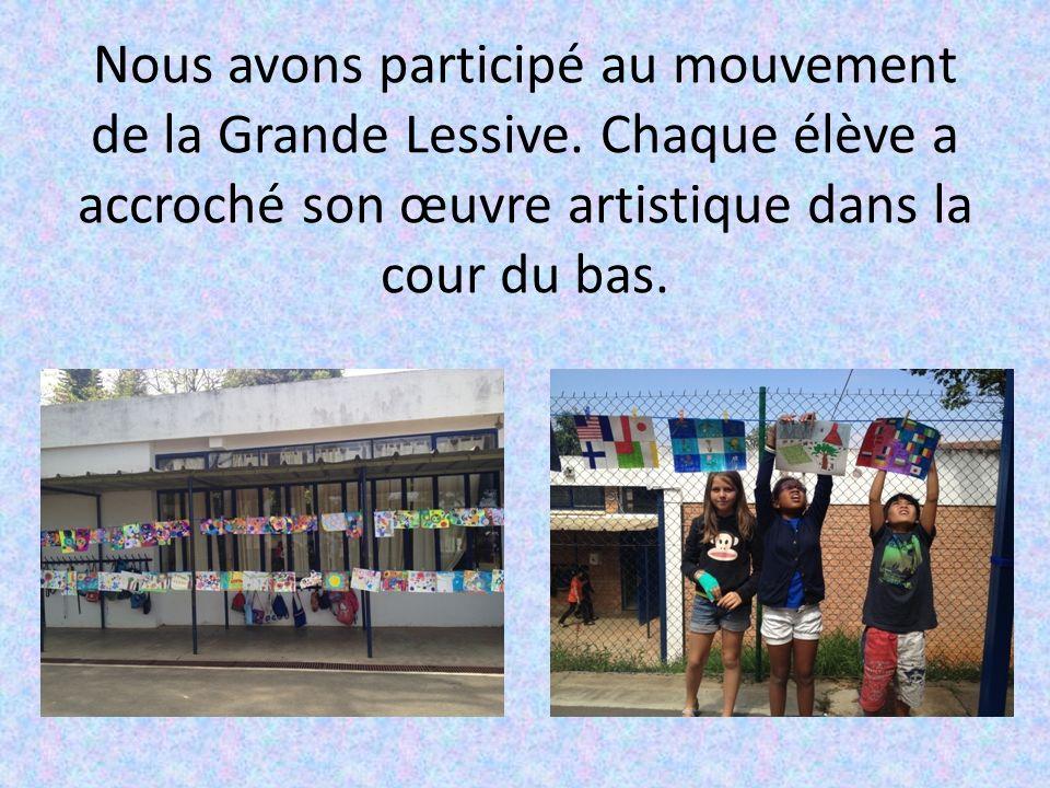 Nous avons participé au mouvement de la Grande Lessive. Chaque élève a accroché son œuvre artistique dans la cour du bas.