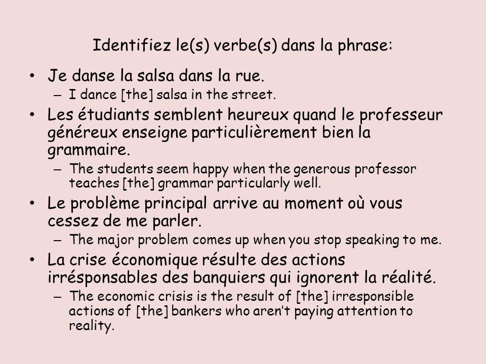 « Le », « la », « les », « l » -- les deux fonctions 1.Les articles définis (definite articles) 1.Definite article = the 2.Definite articles PRECEDE nouns (or the adjectives that precede nouns) 2.Les compléments dobjet direct (COD) (direct object pronouns) 1.Je donne la lettre à ma mère – which is the direct object.