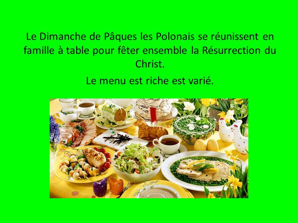 Le Dimanche de Pâques les Polonais se réunissent en famille à table pour fêter ensemble la Résurrection du Christ. Le menu est riche est varié.