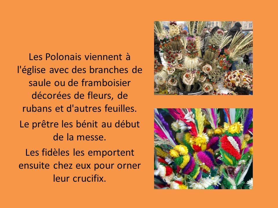 Les Polonais viennent à l'église avec des branches de saule ou de framboisier décorées de fleurs, de rubans et d'autres feuilles. Le prêtre les bénit