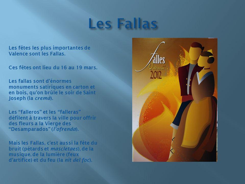 Les fêtes les plus importantes de Valence sont les Fallas. Ces fêtes ont lieu du 16 au 19 mars. Les fallas sont dénormes monuments satiriques en carto