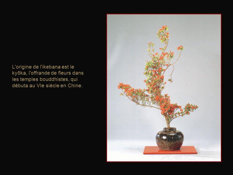 La structure complète de l'arrangement floral japonais est axée sur trois points principaux symbolisant le ciel, la terre et lhumanité.
