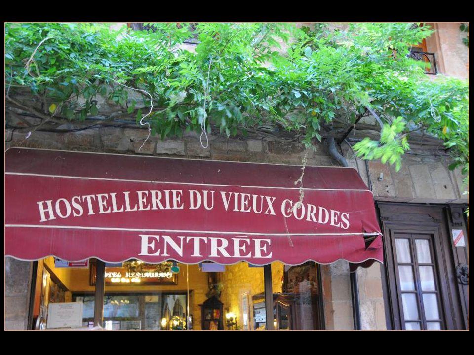 Après cette visite du musée du sucre que de mieux quun bon repas à lhostellerie du Vieux Cordes