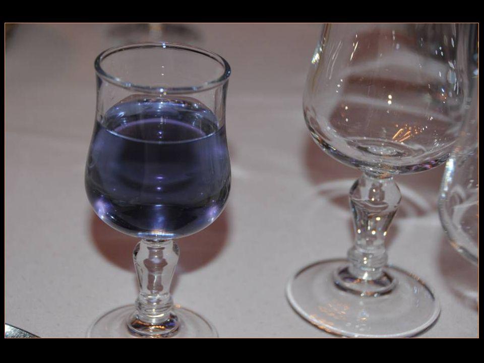 spécialité de la région lapéritif à base de violette