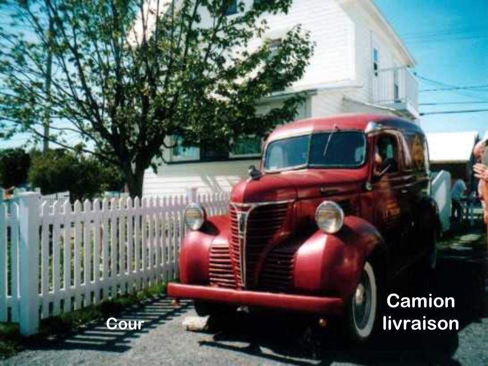 Camion livraison Cour