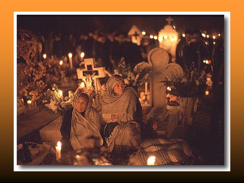 Les offrandes préhispaniques étaient décorées avec des fleurs de « cempasuchil », jaunes ou orangées comme le Soleil, dont lénergie vitale et la lumiè