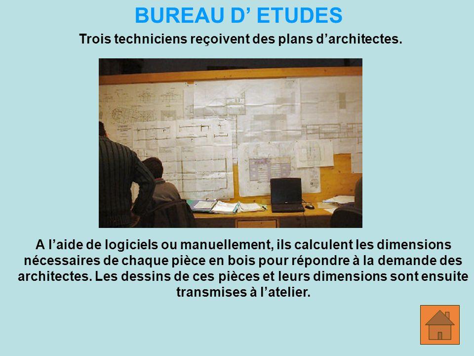 BUREAU D ETUDES Trois techniciens reçoivent des plans darchitectes.