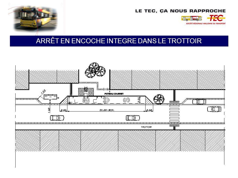 ARRÊT EN ENCOCHE NON INTEGRE DANS LE TROTTOIR