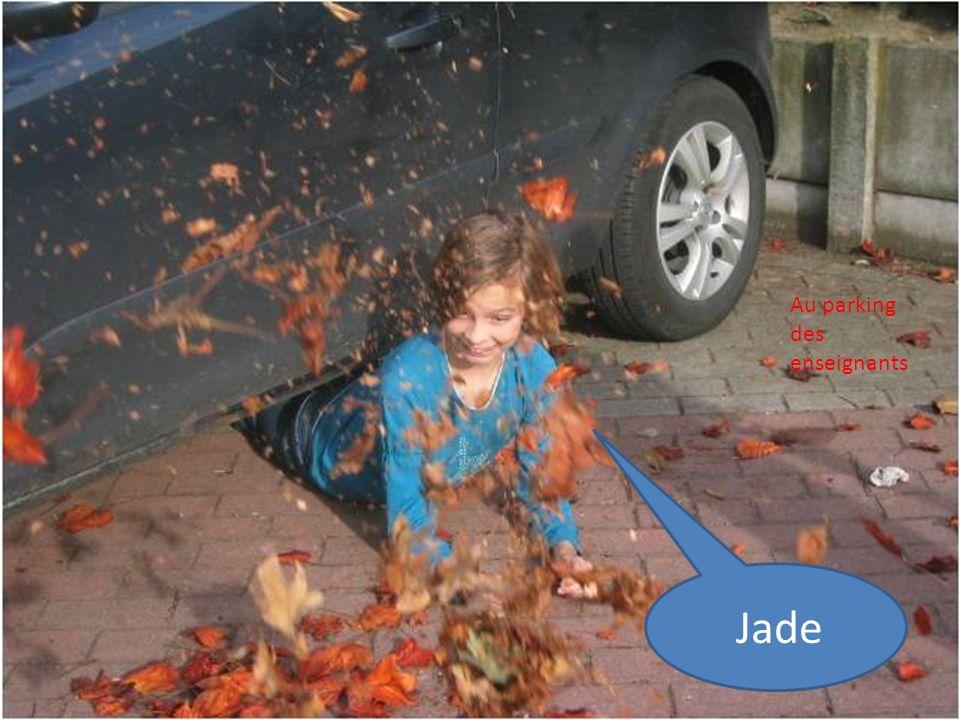 Jade Au parking des enseignants