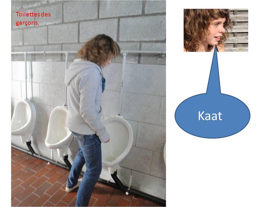 Kaat Toilettes des garçons.