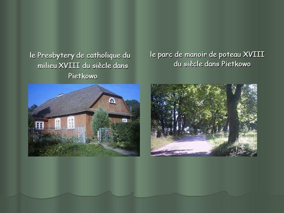 le Presbytery de catholique du milieu XVIII du siècle dans Pietkowo le Presbytery de catholique du milieu XVIII du siècle dans Pietkowo le parc de manoir de poteau XVIII du siècle dans Pietkowo