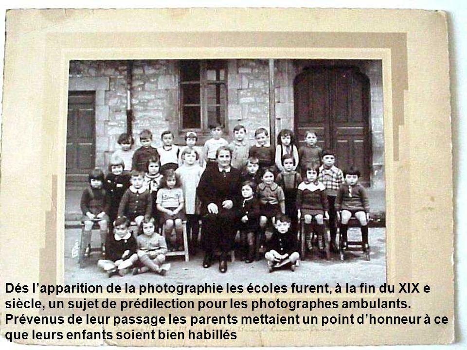 Dés lapparition de la photographie les écoles furent, à la fin du XIX e siècle, un sujet de prédilection pour les photographes ambulants.