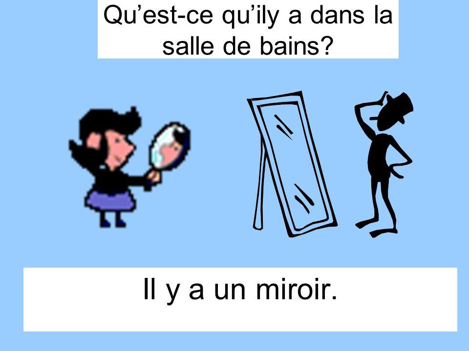 Il y a un miroir. Quest-ce quily a dans la salle de bains?