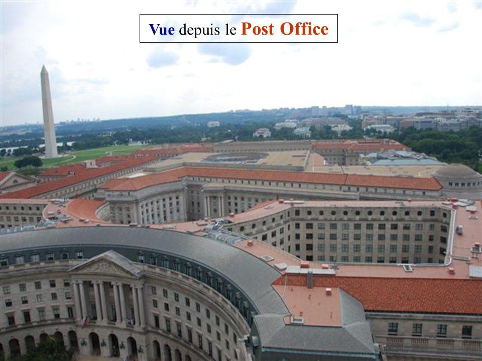 Le Old Post Office Pavilion Décidé en 1880 par le Congrès des États-Unis, sa construction débuta en 1892 pour servir de nouvelle poste de Washington et revitaliser le quartier entre la Maison Blanche et le Capitole.