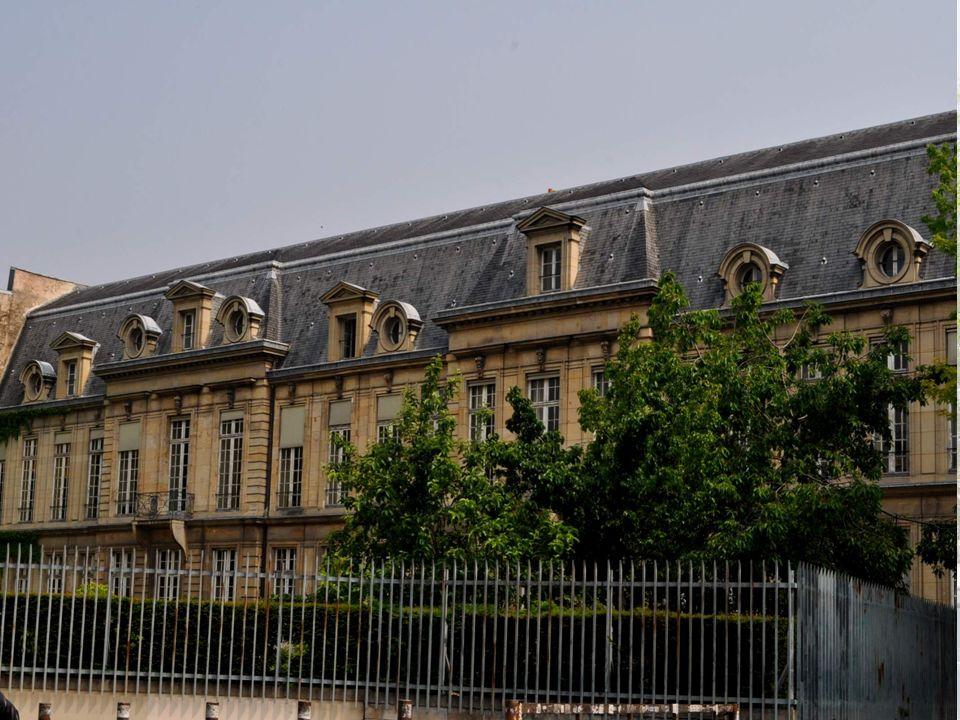 L HOTEL D AUMONT La construction en est achevée en 1648.