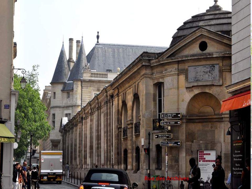 L hôtel de Clisson ou hôtel Olivier de Clisson ou encore hôtel de Guise est un hôtel particulier construit en 1380 situé au centre de Paris, dans l actuelle rue des Archives, dont il ne reste que le portail monumental au n° 58, (partie avec les tourelles que vous apercevrez au deuxième plan, derrière le bâtiment qui fait l angle) qui a servi d entrée à l École des Chartes de 1846 à 1866.