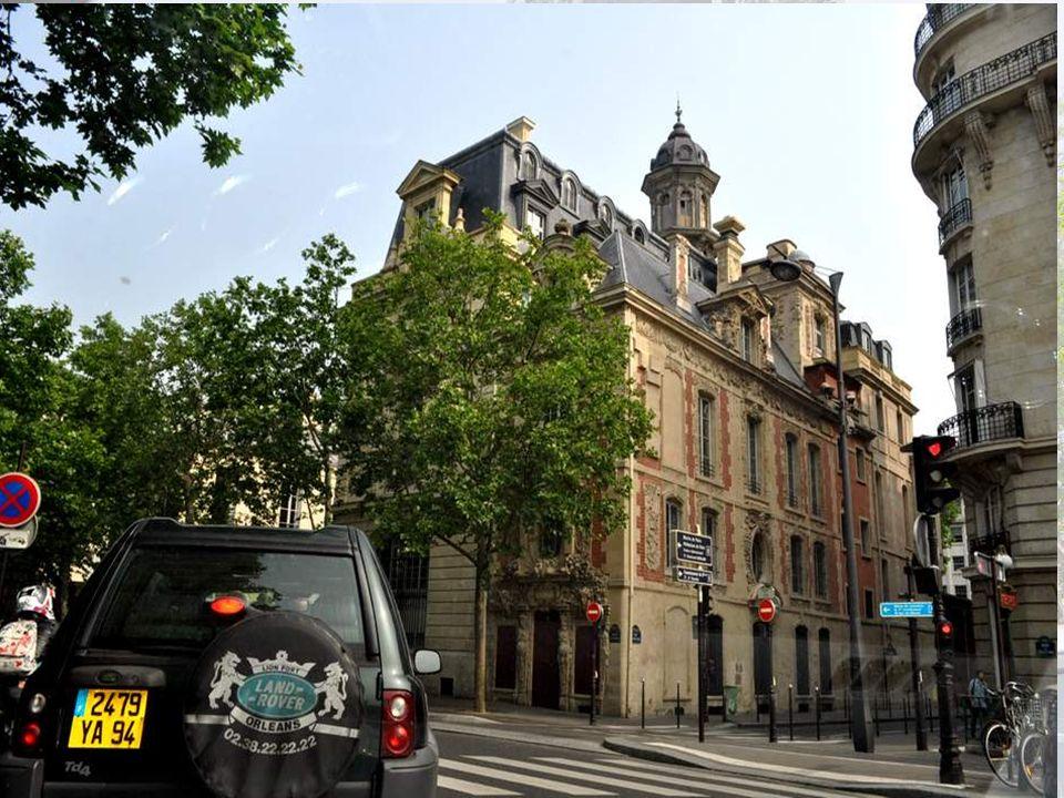 Je vous laisse arpenter tranquille- ment la Rue de Barague, et vous donne rendez-vous pour le pro- chain diaporama, Paris en passant numéro 2 A tout à l heure !