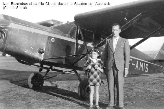 Ivan Bezombes et sa fille Claude devant le Phalène de lAéro-club (Claude Serrat)
