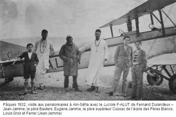 Pâques 1932, visite aux pensionnaires à Aïn-Séfra avec le Luciole F-ALUT de Fernand Durandeux – Jean Jamme, le père Bauters, Eugène Jamme, le père sup