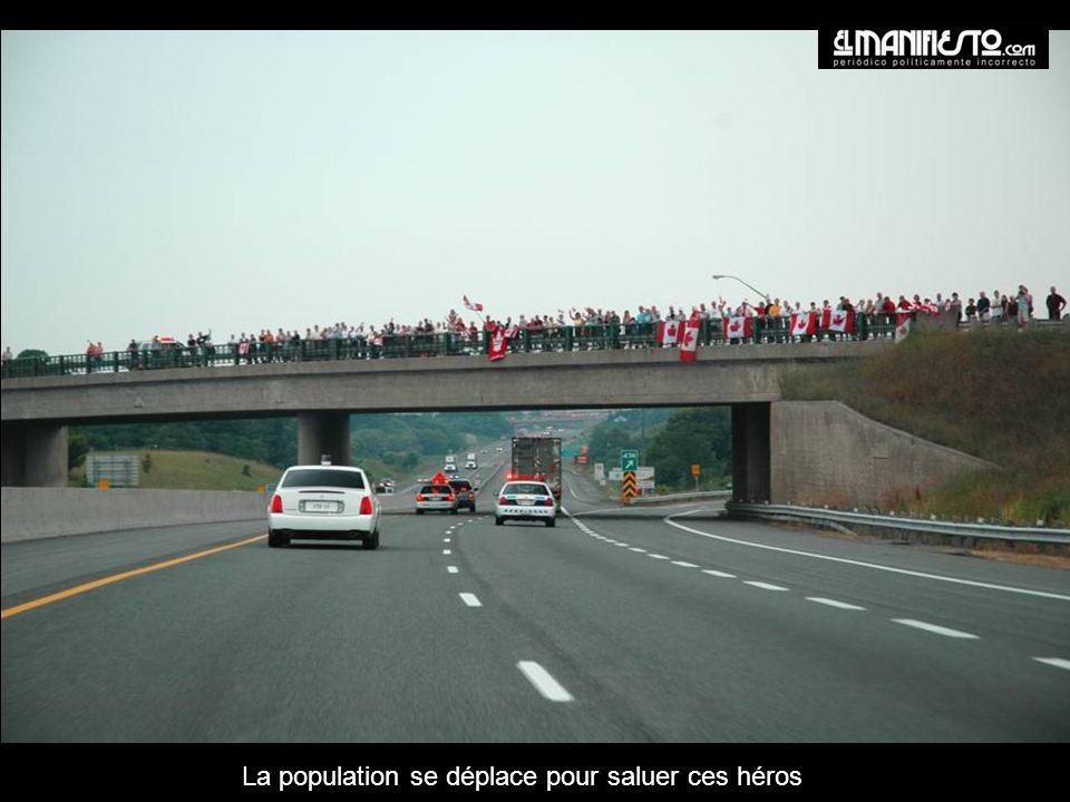 La population se déplace pour saluer ces héros
