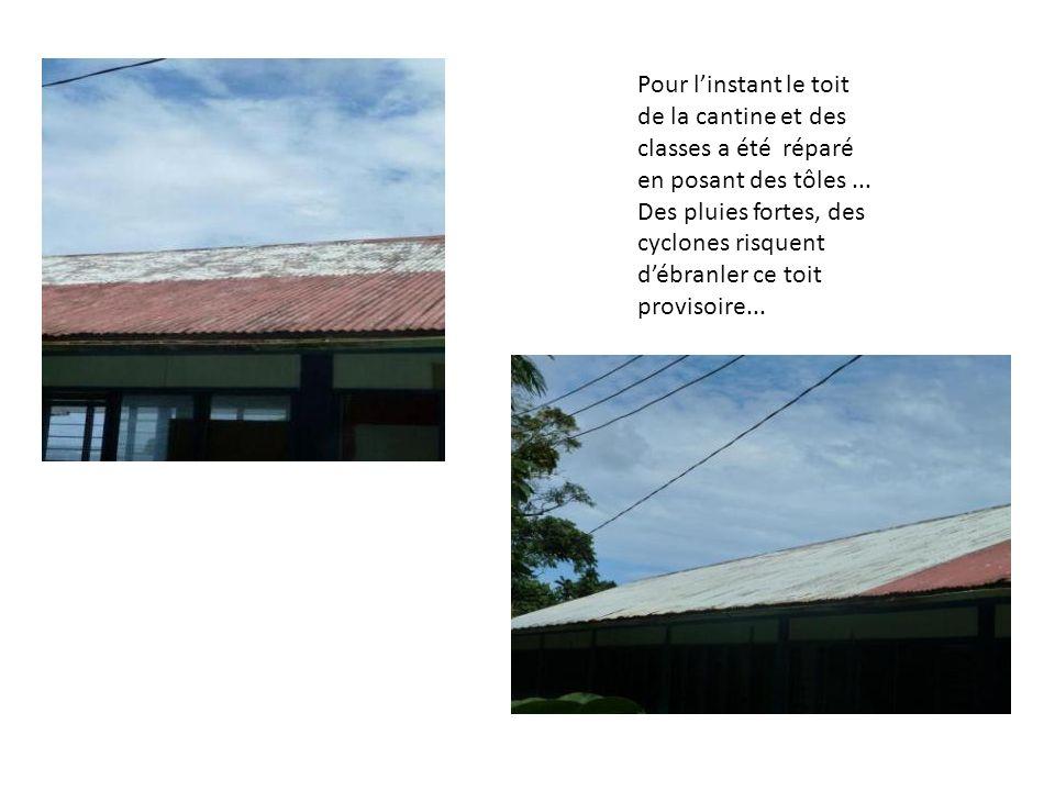 Pour linstant le toit de la cantine et des classes a été réparé en posant des tôles... Des pluies fortes, des cyclones risquent débranler ce toit prov
