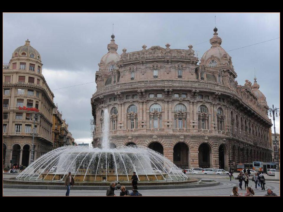 La Piazza De Ferrari est renommée pour sa fontaine qui a été restaurée ces dernières années