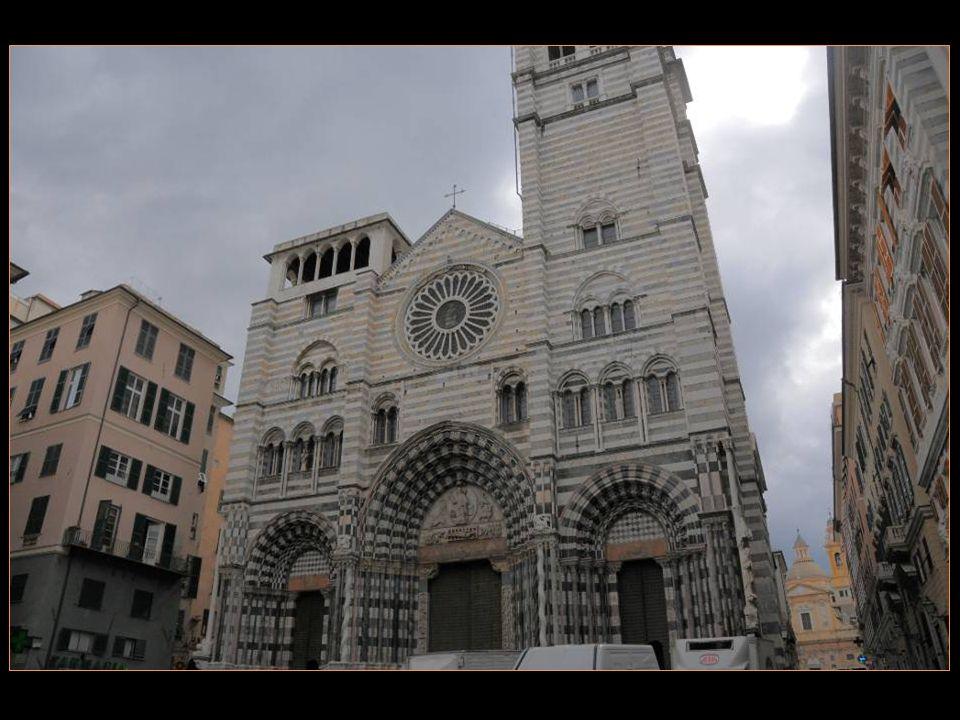 La cathédrale San Lorenzo Consacrée En 1118 par Le Pape Gélase II