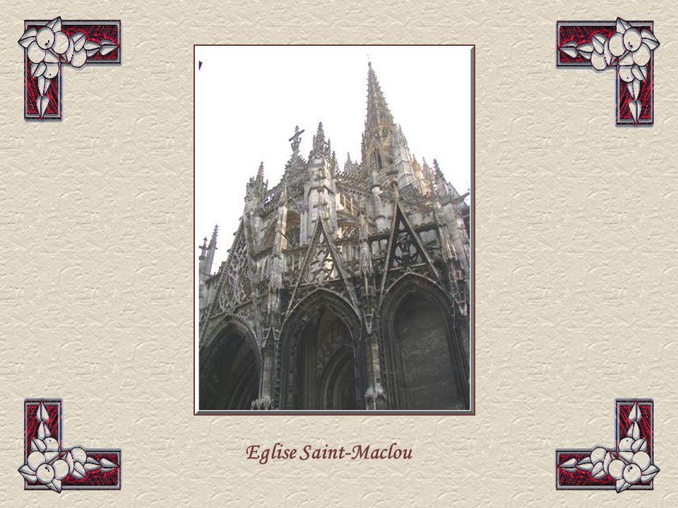 Léglise Saint-Maclou est un splendide édifice de la fin du XVème siècle de gothique flamboyant et donnant une impression de grâce et de légèreté, rénové après la guerre et les bombardements.