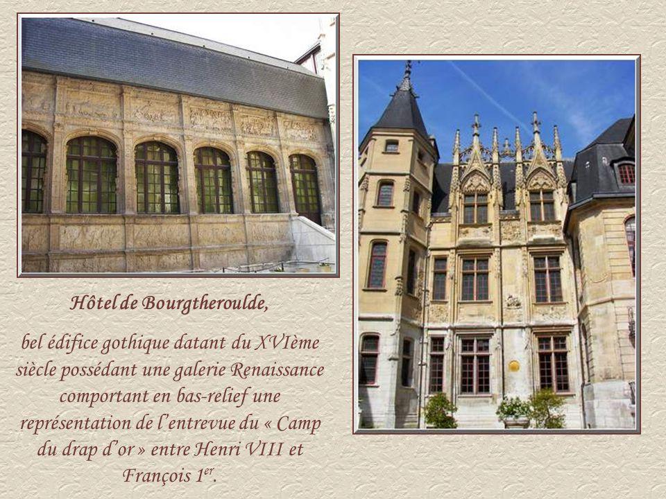 Cet édifice, anciennement le Bureau des Finances, a été construit au début du XVIème siècle.